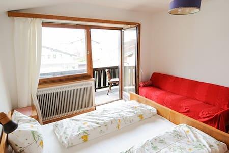 Nette Ferienwohnung inmitten Tirols - Stans - Apartment