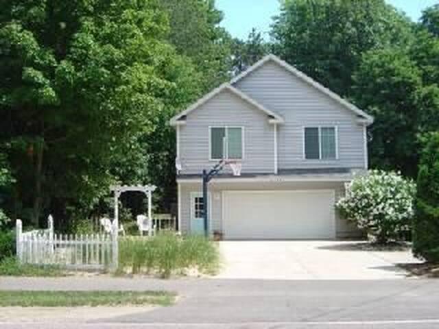 Lakeshore Cottage - Holland - Haus
