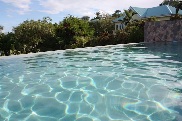 Stunning St Kitts Villa onthe ocean - Frigate Bay - Willa