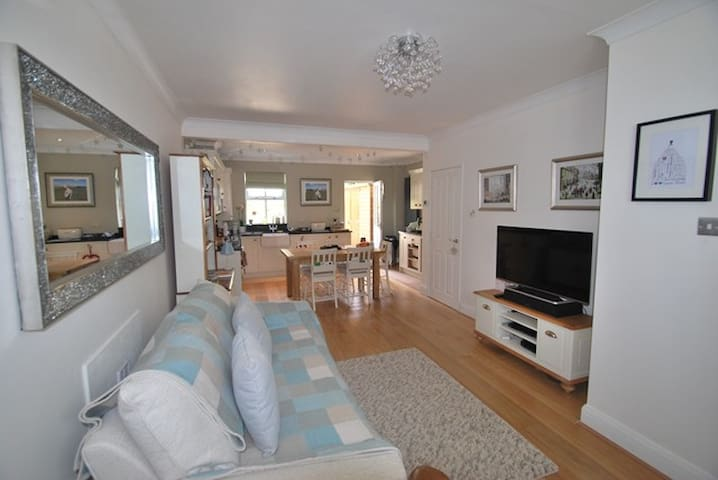 Homely 2 Bed Cottage Bollington - Bollington - Hus