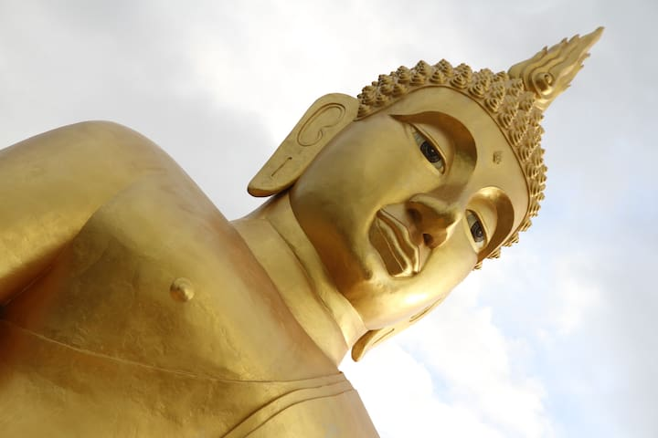 Big Buddha at Wat Thum.  Khao Toa