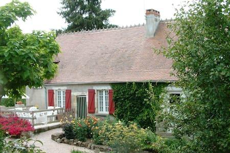 Te huur Miller's house - Ygrande - Hytte