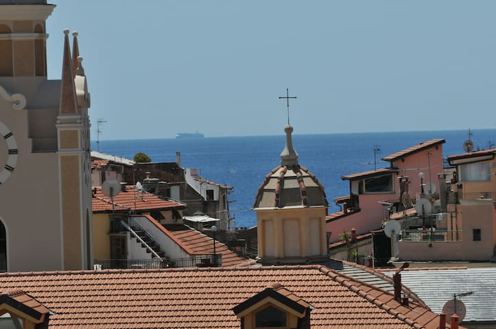 In the city centre with the seaview - Sanremo - Departamento