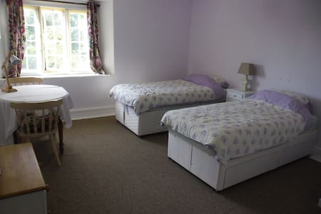 Fyfett Farm,  Neroche Bedroom  , three single beds - Otterford - Haus