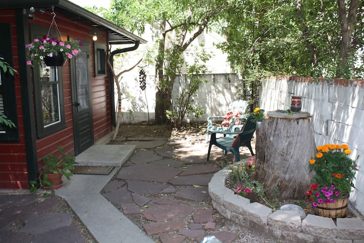 Writer's Cottage - Colorado Springs - Hus