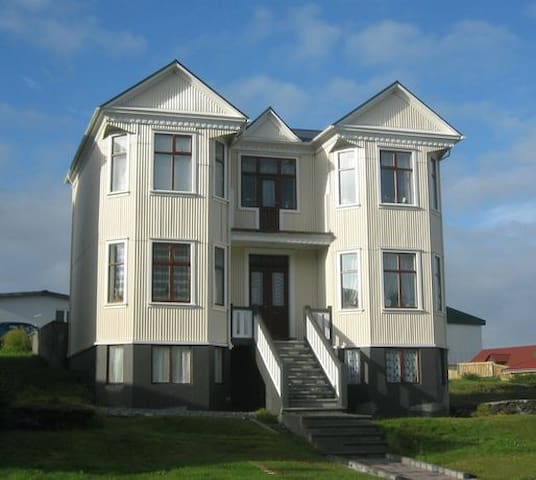 Beautiful historical house in Vestmannaeyjar. - Vestmannaeyjabær