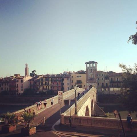 Un Balcone su Ponte Pietra