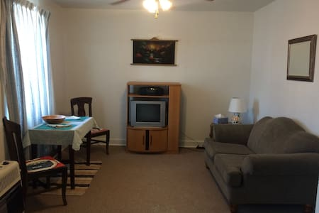 Cozy upper level Main St Apartment!