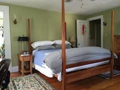 Cozy+North-Facing+Room+with+Private+Bath