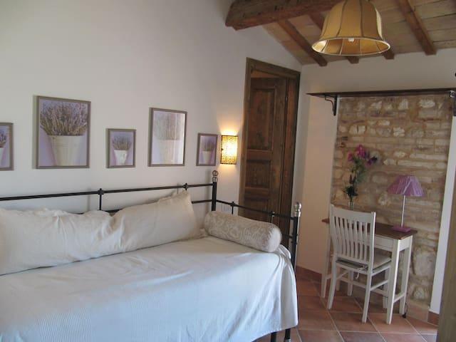 Deliziosa camera in casa d'epoca vicino Senigallia - Marina - บ้าน