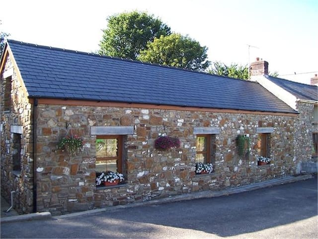 Llanmorlais Farm Holiday Cottage