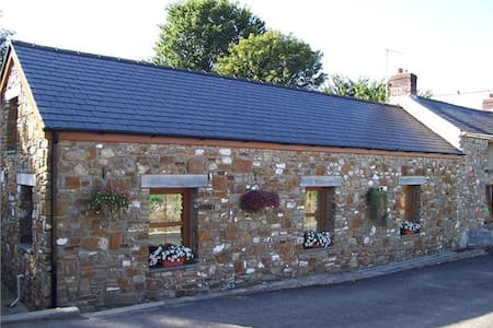 Llanmorlais Farm Holiday Cottage - Gower