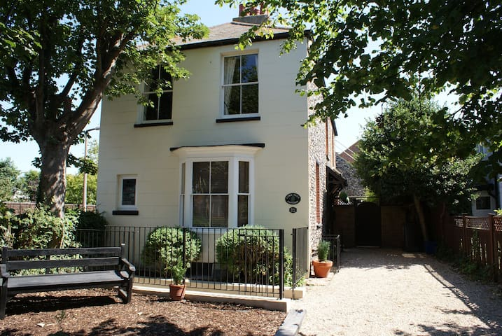 Large Period Cottage in St Peters - Broadstairs - Talo