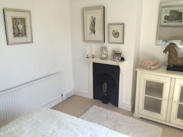 Large Period Cottage in St Peters - Broadstairs - House