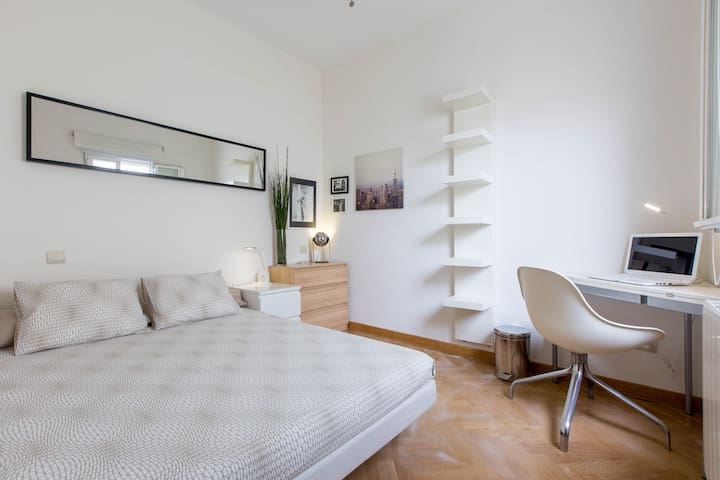 Room in the heart of the city/Tirso
