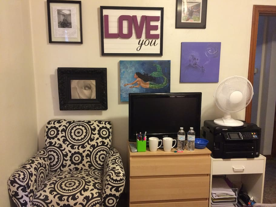 Additional space in the guest room. Include a comfy chair, drawers to put your clothes. Guests are also given hot tea, and water bottles upon their arrival.