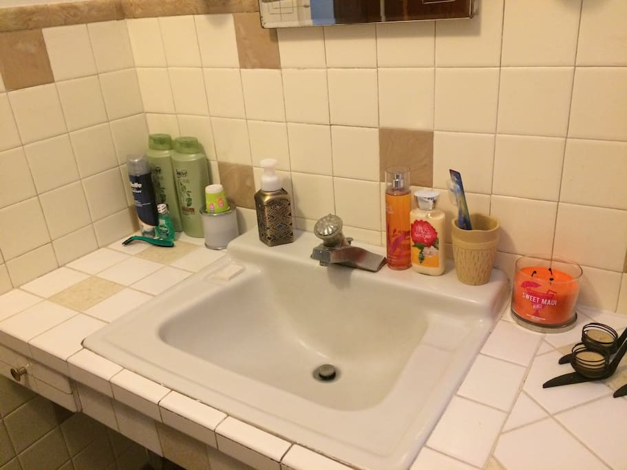 Guest bathroom has a working tub, toilet, and sink. Guests will be given use to amenities upon arrival.