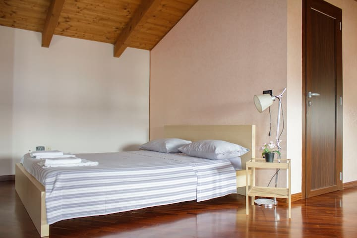 ROOM SUITE AND BEST LOCAL FOOD! - Frattamaggiore - Hus