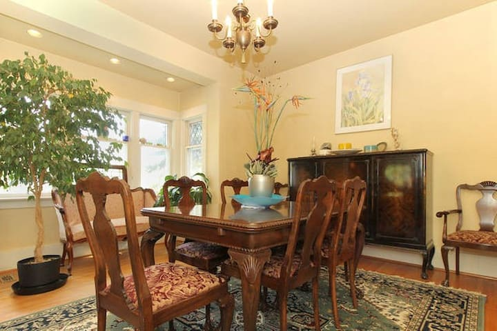 Private Balcony close to downtown - Bankview