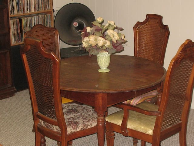 Notre Dame  St. Mary's  Bed & Breakfast & Driver - South Bend - Bed & Breakfast