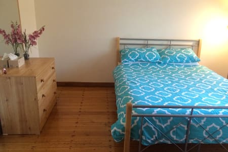 Ideal Sydney spot, clean with wifi! - Belmore - Σπίτι