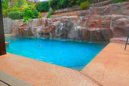 Lake View &Cascading Waterfall Pool - Oroville