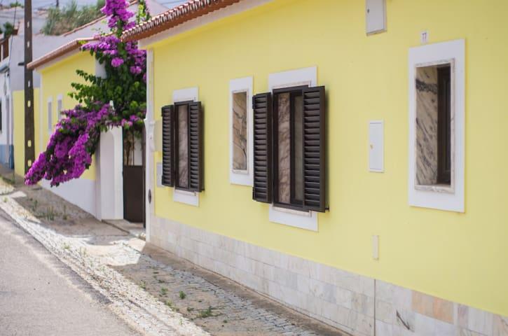 Oliveira Country House-Casa Amarela - Figueira e Barros
