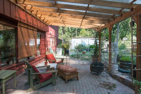 SE Portland UrbanFarm Studio,private kitchen,bath - Milwaukie - House