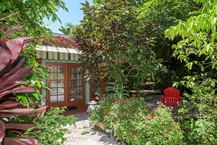 A-Charming Cottage Great Location in Little Havana