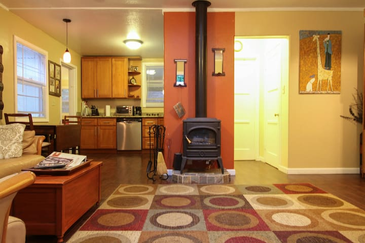 Beautiful, spacious 1 bedroom for 4 - Guerneville - Appartement