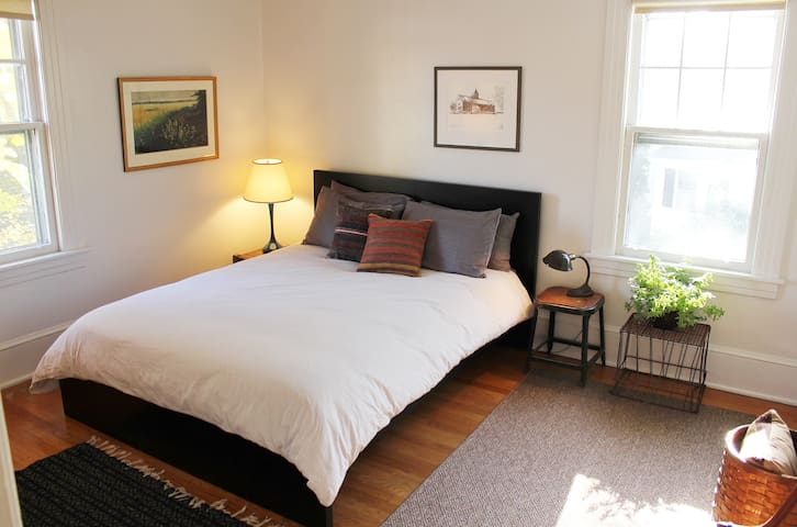 The Poet: Guest House Apartment - Poughkeepsie - Apartment
