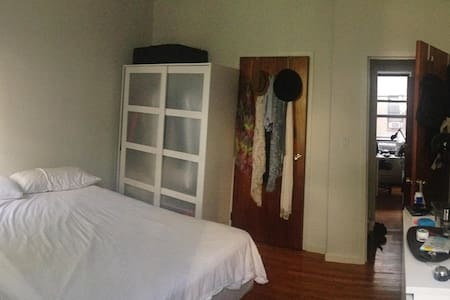 ROOM in WILLIAMSBURG - Brooklyn