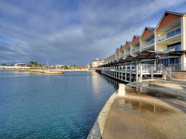 Marina View One Bedroom Apartment - Mandurah - Huoneisto