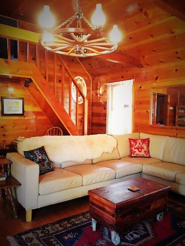 REINDEER COTTAGE 3BR Sauna Deck WIFI Pets, $49 Ski - Wrightwood - Hus