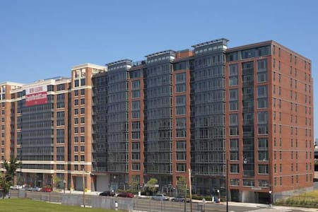 1BR/BA in DC w/View of Capitol