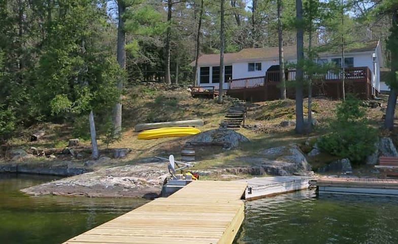 Charleston Lake Serenity  $1400/wk - Leeds and the Thousand Islands - Zomerhuis/Cottage