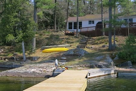 Charleston Lake Serenity  $1400/wk - Leeds and the Thousand Islands