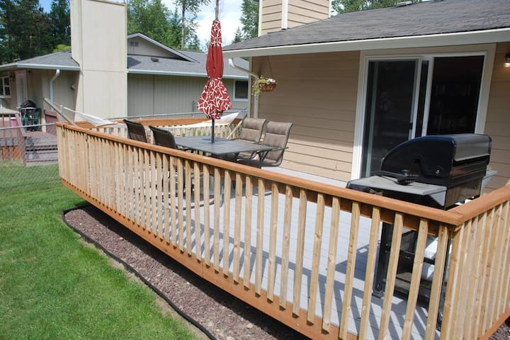 Spacious deck with table, chairs, umbrella, hammock, and gas barbeque. (Summer months only)