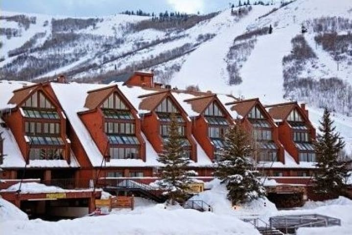 Awesome SKI-IN-SKI-OUT Condo In heart of Old Town!