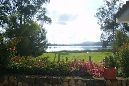Beatiful lakeside cottage: La Playa - Paipa - Dom