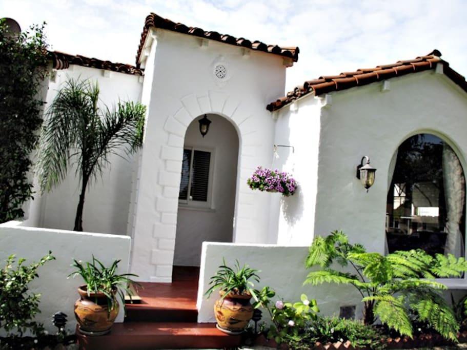 Little Hacienda Front Lanai