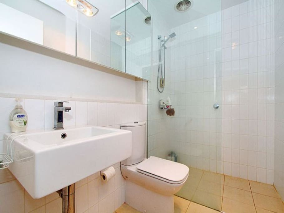 Cute flat with bathroom for couples apartments for rent for Cute bathroom ideas for apartments