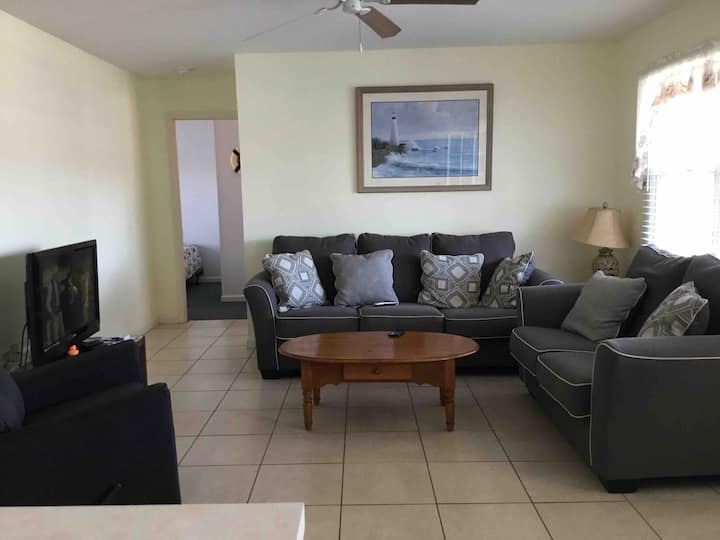 A Seaside resort - privately owned second fl condo
