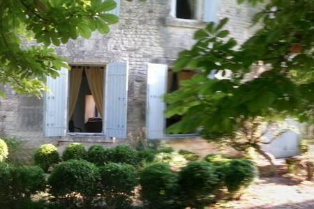 La maison au milieu des champs - Colombiers - House - 1