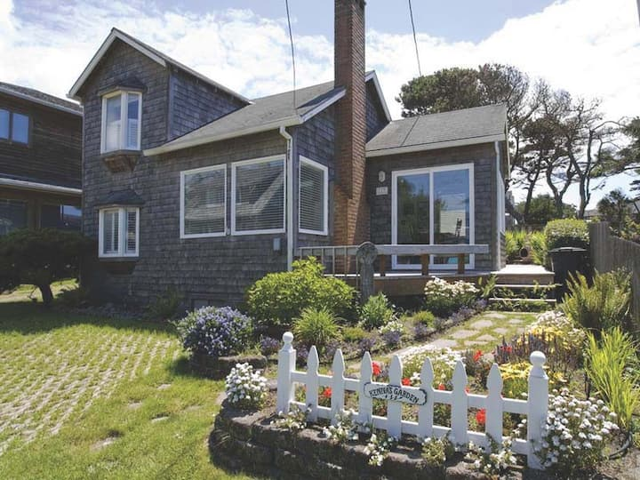 Historic Cannon Beach Home 50 Steps from the Sand!