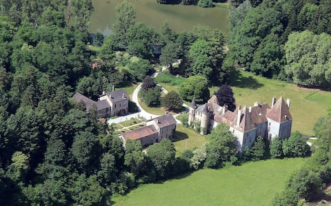 13h estate with Midieval. castle, near Beaune, M