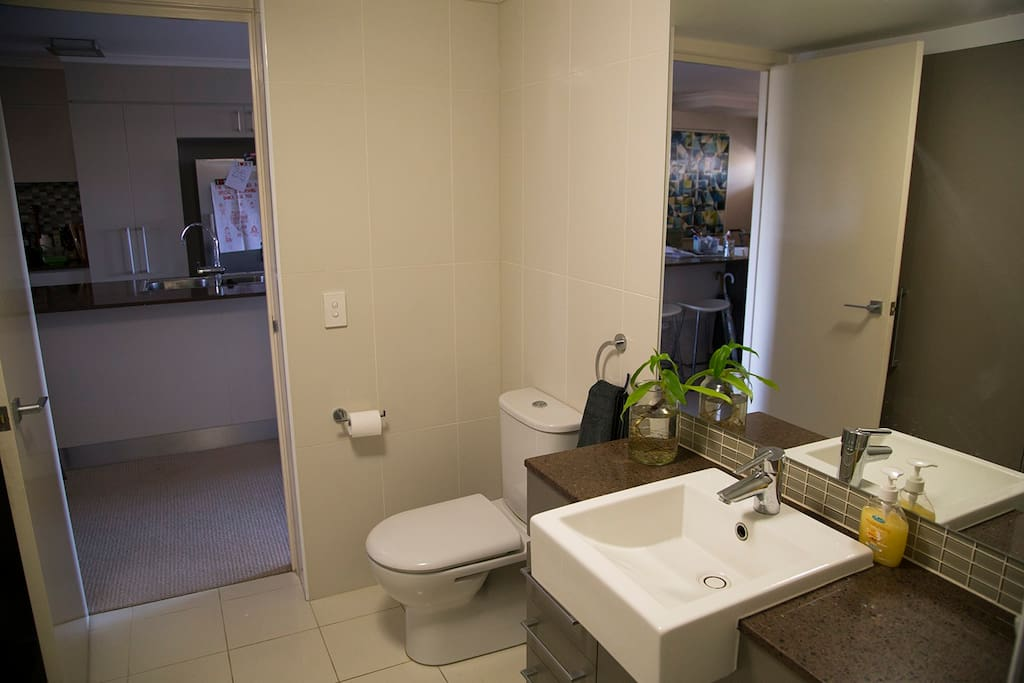 Private bathroom - Great water-pressure. With towels supplied.