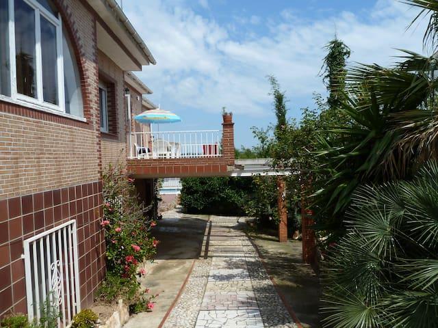 Villa  familiale avec piscine à 5km de la mer - Nou Vendrell - House