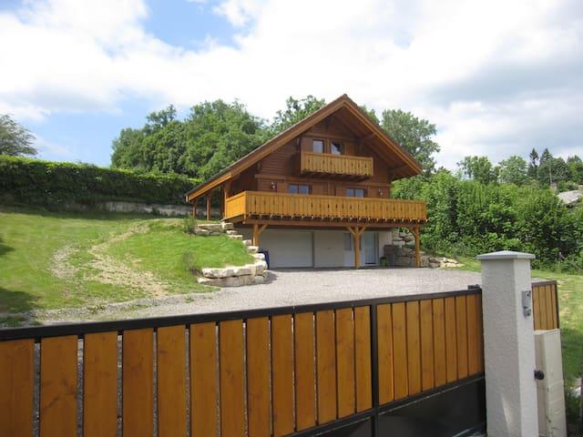 chalet avec vue sur le lac - Paladru - Hytte (i sveitsisk stil)