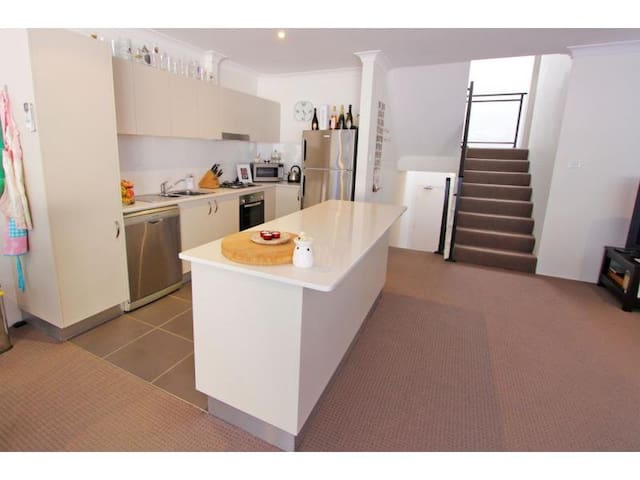 Double Room in Modern Apartment - Gosford - Apartamento